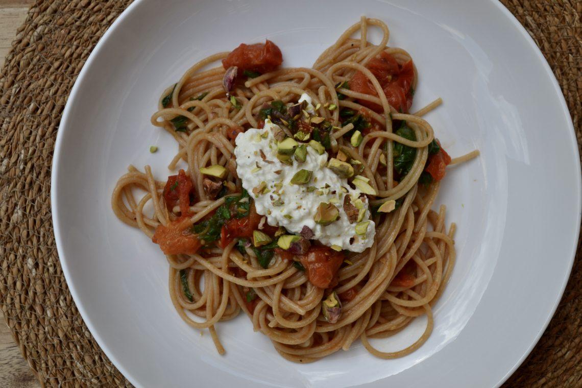 Bord met spaghetti met citroenricotta